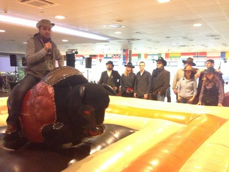 Vianočná western párty poistovne UNIQA v Národnom bowlingovom centre. 3.decembra, 2012. Bratislava.