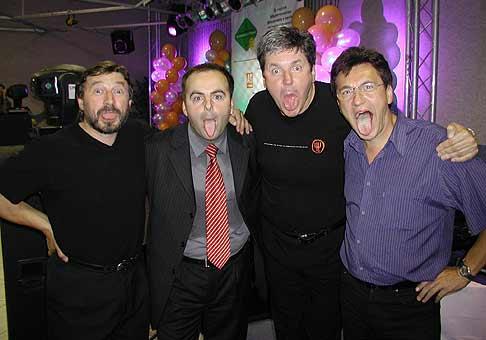 Čo si myslíte, kto z nás štyroch má najdlhší jazyk. No predsa Miro Lupták z TV Markíza.