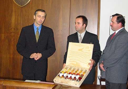 Nech sa páči a slovenské tokajské vína bude poznat čoskoro celá európa. Samozrejme, vďaka pánovi Jánovi Figeľovi. Ďakujeme.