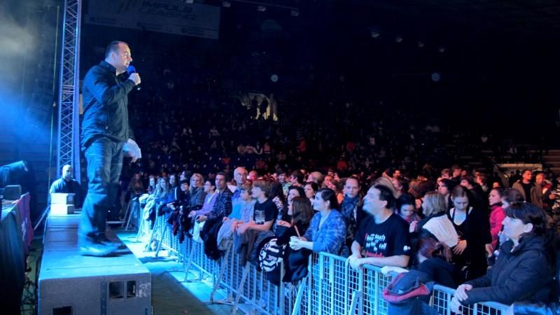 Rockove mrazenie v športovej hale Pasienky navštívilo približne 3000 ludi. 2.12.2011, Bratislava.