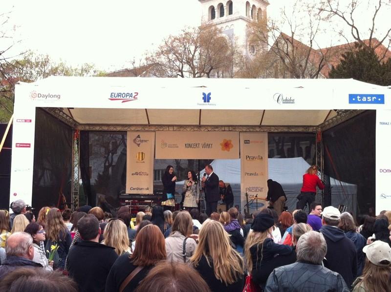 Koncert vďaky - Deň narcisov. Námeste SNP. 13.4.2012, Bratislava.