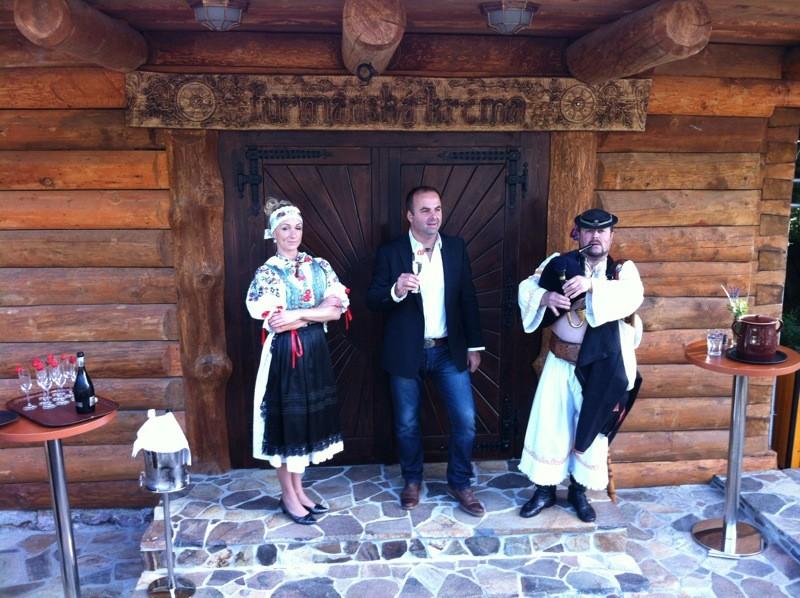 Otvorenie Furmanskej krčmy na Zochovej chate. 14.6.2010 Modra.