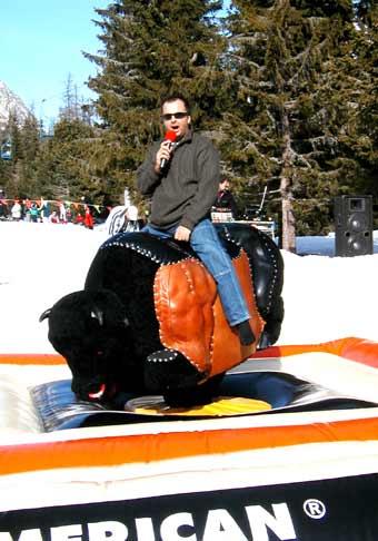 Richard Vrablec a býk. Pre tých, čo ma nepoznajú, ja som ten hore.
