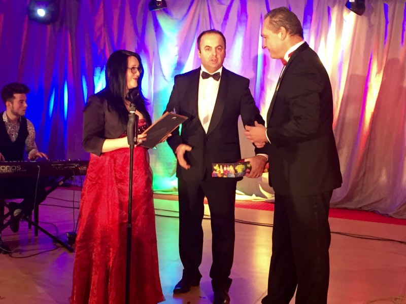 Odovzdavanie ocenenia Duhove srdce na 3.ročniku Duhoveho plesu v Crowne Plaza. 31.januar.2015. Bratislava.