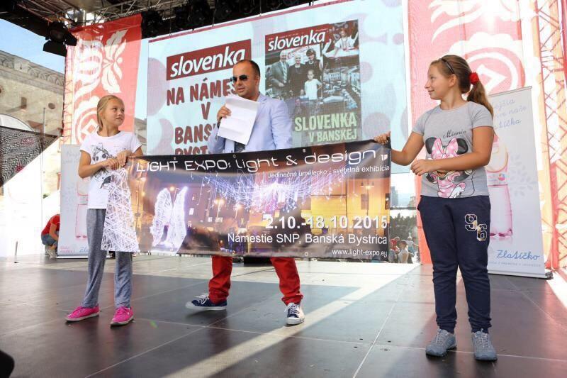 Tyzdennik Slovenka so svojim programom na namesti v Banskej Bystrici. 12.septembra.2015.