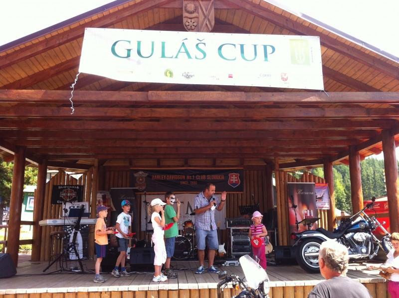 2. ročník Gulaš cup pred hotelom FIS navštívilo tisíce ľudí. 25.8.2012. Štrbské pleso.