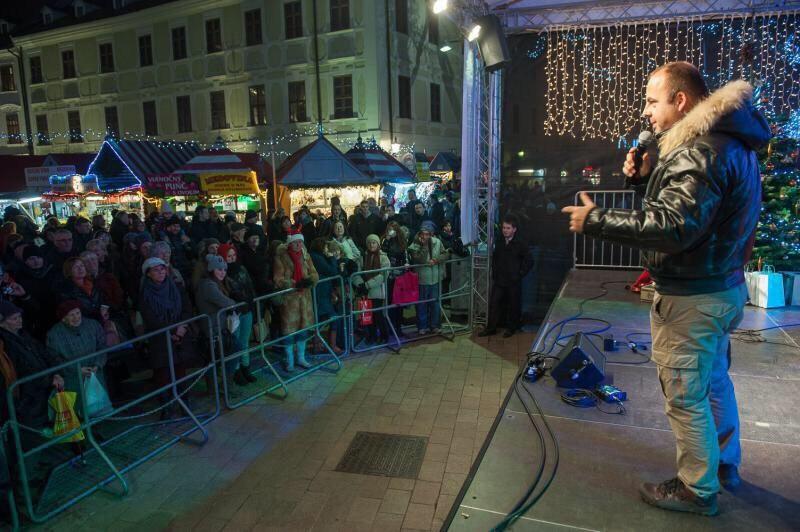 Vianoce so Slovenkou na Vianocnych trhoch. 11.decembra.2014.Bratislava.