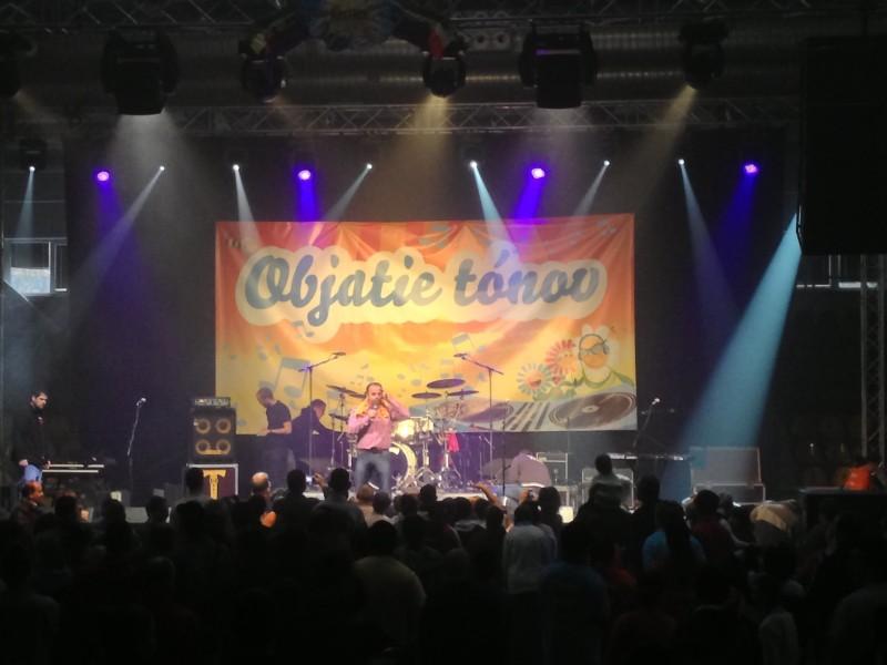 Benefičný koncert Objatie tónov. 27.január.2013 Levice