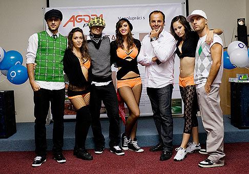Večierok pre klientov spoločnosti Agora Plus a spoločnosti O2. Na fotografii spolu s tanečníkmi z muzikálu Príbeh ulice. 24.9.2009, Jasná - Nízke Tatry.