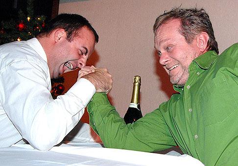 Vianočný večierok spoločnosti Mediatel osviežil aj Ján Kuric zo skupiny Vidiek. V armrestlingu so mnou však podľahol, jednoducho nechal ma vyhrať ;-) 18.12.2006 hotel Crowne plaza Bratislava