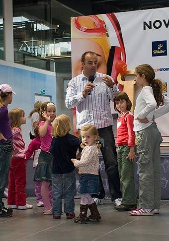 Slávnostné štvordňové otvorenie tretej časti Avion Shopping Park v Bratislave. 30.10. - 2.11.2008.