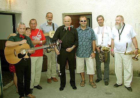 Červeník 2004 - tesne pred vystúpením. Ivan Mládek a Banjo Band.