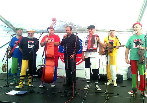 Oslavy 60. výročia založenia spoločnosti SAD spríjemnila skupina LOJZO. 25.9.2009 Pezinská Baba.