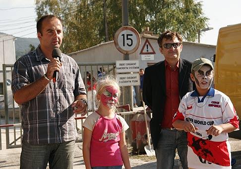 Odovzdanie do prevádzky nových čistiacich filtrov spoločnosti Calmit Tisovec. V pozadí herec Igor Adamec. 23.9.2006