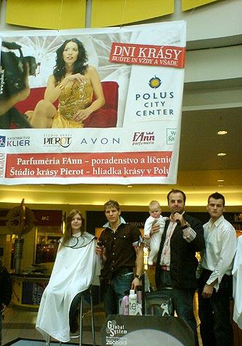 Dni krásy v Poluse. Na fotografii s vlasovými designermi Štúdia krásy Pierot, su to majstri svojho remesla. 9.2.2007