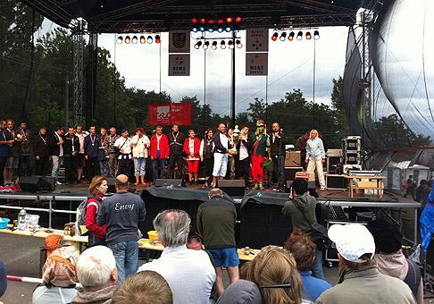 2. ročník pretekov dračích lodí na Kunovskej priehrade pri Senici. 30.7.2011, Senica.