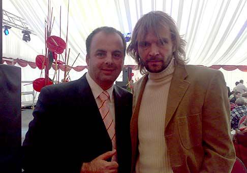 S Jánom Ďurovčíkom počas oficiálneho otvorenia nového servisného centra PERI v Senci. 4.4.2008. Na tejto akcii sa mi moderovalo fantasticky!!!