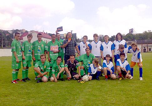 Futbalový zápas DSS Rosa a Spojenej školy sv. Františka na akcii organizovanej k MDD v DSS Rosa na Dúbravskej ceste. 8.júna 2010 Bratislava.