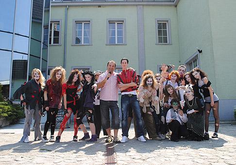 Druhý ročník - Deň otvorených dveri hotela Kamila na Čiernej vode. Veľký úspech mala choreografia Thriller pripravená slovenským imitátorom Michaela Jacksona, Máriom Kršákom. 25.4.2010, Bratislava - Čierna Voda.