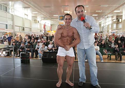 Majster Európy a niekoľko násobný Majster Slovenska Michal Hlinka počas tretieho ročníka festivalu slovenských rekordov - Rekordfest 2008. 15.3.2008.