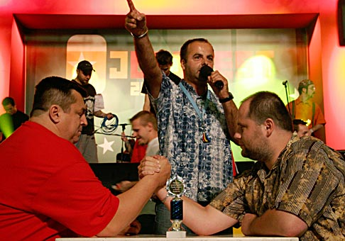 Nielen pitie piva, ale aj súboje o zaujímavé ceny sprevádzali Junifest 2006. Napríklad Armwrestling.