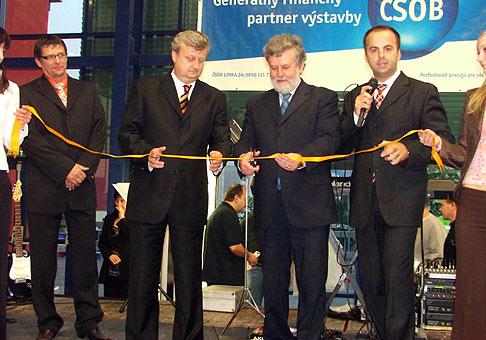 Slávnostné otvorenie obchodno-zábavného centra Južanka v Trenčíne. 11.5.2006.