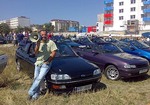 Najvačší zraz kabrioletov na Slovensku Cabrio Dotz Party 2007 na Kamennom mlyne. 119 kabrioletov sa vydalo na spanilú jazdu pred DK Dúbravka. 18.8.2007. Zrazu sa zúčastnilo 130 kabrioletov.