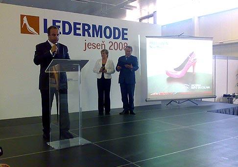 Odovzdavanie ocenení GRAND PRIX vystavovateľom na výstave Ledermoda - jeseň 2008 v Inchebe. 3.9.2008.