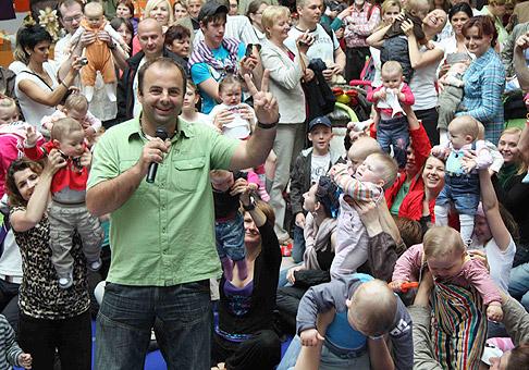 Preteky lezúňov v OC Európa, prihlásených bolo 60 detí. 9.5.2010, Banská Bystrica.