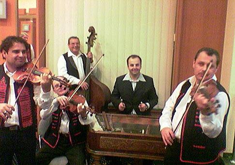 Hotel Tatra Trenčín, ľudová hudba Mira Baláža z Trenčína a najkrajší cimbalista v širokom okolí.