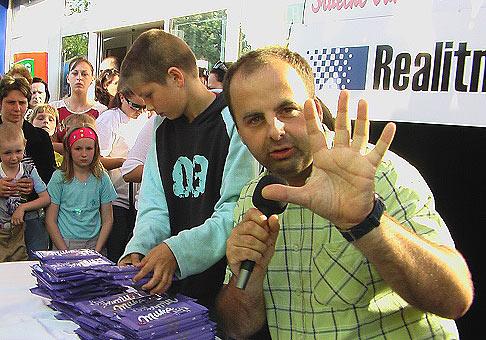 Pyramída z čokolády Milka postavená za jednu minútu na akcii Nitrazdroj v Nitre 1.6.2007 meria 48 cm a to je ustanovujúci slovenský rekord. Blahoželáme!!!