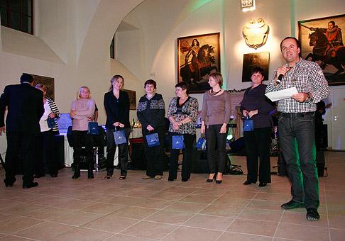 Počas oslavy 20. výročia spoločnosti Mediaprint Kapa boli odmeňovaní aj dlhoroční pracovníci. 27.11.2010, Červený Kameň.