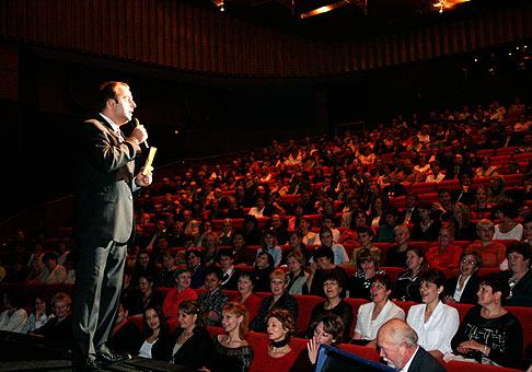 Toto je vzorka najlepšieho publika, aké som doposial mal. Deň Nitrazdroj. 6.11.2005, Divadlo Andreja Bagara Nitra.