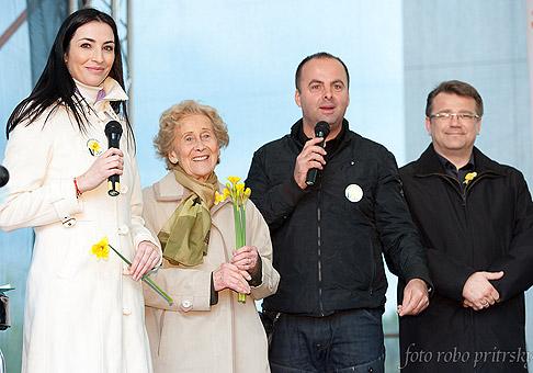 Lucia Hablovičová, prezidentka Ligy proti rakovine Eva Siracká a minister zdravotníctva SR pán Uhliarik, podporili Koncert vďaky. Bratislava, Eurovea, 15.4.2011.