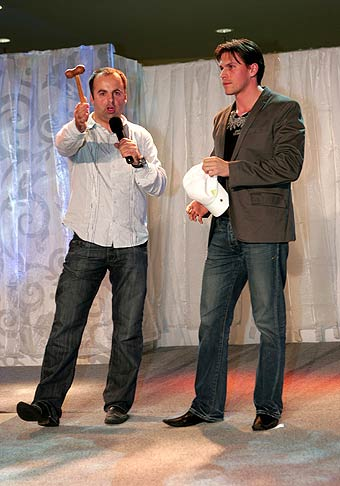 28.2.2008 kraľovala v Poluse Svadobná horúčka a špeciálny hosť Juraj Bača. Ja som vľavo :-)
