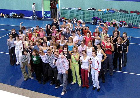 Aerobik show 2006 spoločná fotografia všetkých účastníkov.