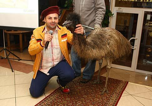 Jedna z výhier na akcii Isover bol aj pštros Emu. 15.1.2009 Bojnice.