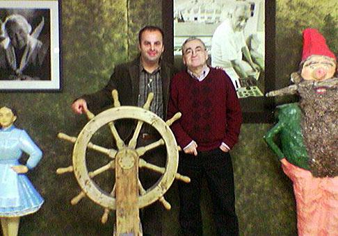 15. výročie spoločnosti Europapier v Radošinskom naivnom divadle 16.11.2006. Nechýbal samozrejme ani Stanislav Štepka. Aby ste sa nepomýlili, ja stojím po jeho pravej ruke a nemám červenú čiapku.