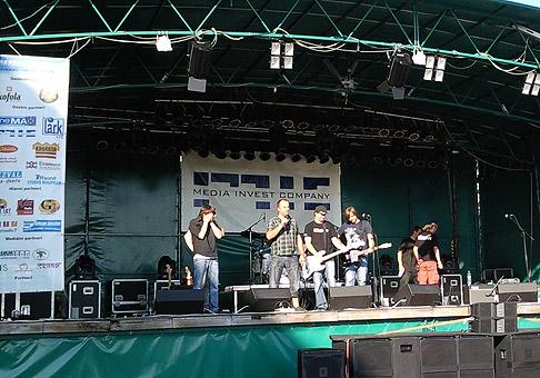 6. ročník hudobného festivalu Skalica Musicfest 2010. Na poódiu so skupinou Ready Kirken. 3.6.2010 Skalica.