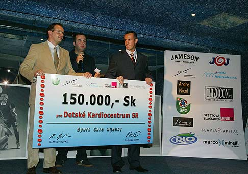 Rado Hupka, riaditel agentúry SportCare a jeho spoločník Rado Baran, pravideľne venujú peniaze na charitu.