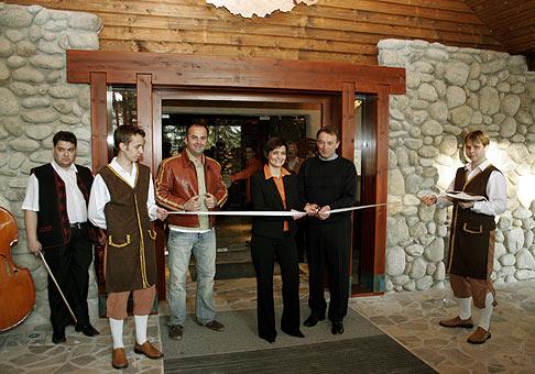 Tálska Bašta pri hoteli Partizán na Táloch je už otvorená. Nech sa páči, ak budete v tom okolí, vyskúšajte.