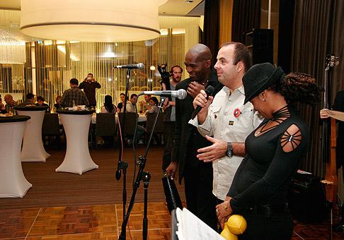 O fantastickú náladu Kubánskej noci spoločnosti Agora Plus a Nokia sa postarali temperametní Team de Azucar v hoteli Gate One. 3.12.2010, Bratislava.