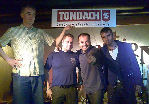 3.ročník pivného festivalu Tondach. Na fotke najvyšší slovák Martin Javorský a bubeník Desmodu s Kulym. 1.4.2009 Bratislava