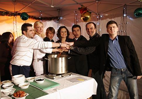 Vincenzo, Adela Banášová, Sajfa, Petra Polnišová, Roman Pomajbo a Andrej Bičan na akcii Úsmev ako dar v PKO Bratislava. 13.12.2008.