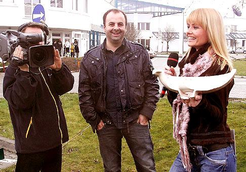 Hod umyvadlom v teleráne televízie Markíza na prvého apríla :-) rekord bol prekonaný o 10 cm. 1.4.2009 TV Markíza.
